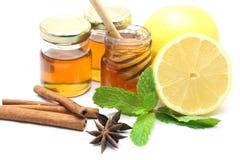 Miel y limón en el fondo blanco Fotografía de archivo