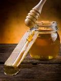Miele con cera d'api Fotografie Stock