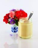 Miele e fiori Fotografia Stock Libera da Diritti