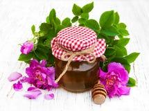 Miele e fiori rosa Fotografie Stock