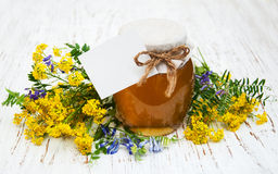 Miele e fiori selvaggi Immagini Stock Libere da Diritti