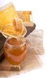 Miele isolato su fondo bianco Immagini Stock Libere da Diritti