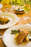 Miele lustrato e salmone crostoso del pecan Immagini Stock