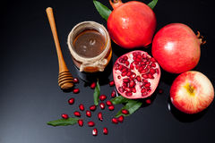 miele, mela e melograno per la festa tradizionale ha Fotografia Stock