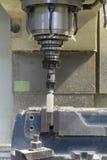 Mielenie maszyny CNC rżnięty biały klingeryt obraz royalty free