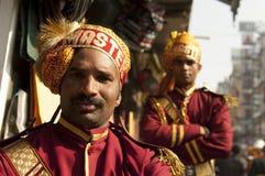 Miembros de la banda en una boda india en Nueva Deli, desgaste Imágenes de archivo libres de regalías