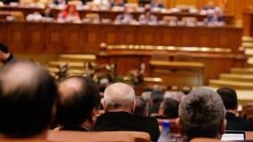 Miembros de la votación del Parlamento rumana almacen de video