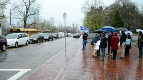 Miembros de las escuelas públicas de PBS que se encuentran en Boston, los E.E.U.U., almacen de video