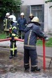 Miembros del departamento de bomberos Imagenes de archivo