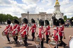 Miembros del guardia del caballo de la reina de servicio Fotografía de archivo