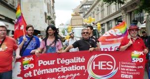 Miembros del SPD en el orgullo gay almacen de metraje de vídeo