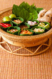 Mieng Kham (Thaise blad-Verpakte Snack) Royalty-vrije Stock Afbeeldingen