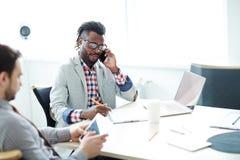 Mienie biznesu rozmowa telefoniczna Zdjęcie Royalty Free