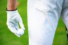 Mienie piłka golfowa na ręce obraz royalty free