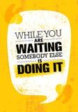 Mientras que usted está esperando alguien Else Is Doing It Plantilla creativa inspiradora del cartel de la cita de la motivación stock de ilustración