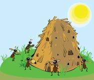 Mieren die de mierenhoop bouwen Stock Foto's