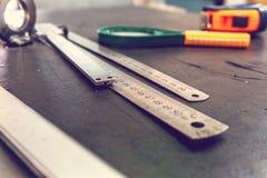Mierzący narzędzia dla mierzyć dokładność rękodzielnicze części obraz stock