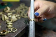 Mierzyć rozmiar pierścionek Zdjęcia Royalty Free