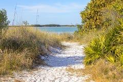 Miesiąc miodowy plaży dostępu wyspa Odosabniający ślad obraz royalty free