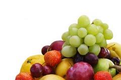 Miesza owoc i jagody odizolowywających na białym tle fotografia stock
