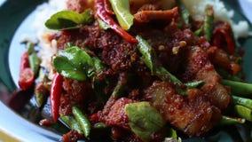 Miesza smażącą wieprzowinę z chili, Tajlandzki jedzenie zdjęcie wideo