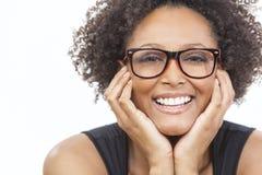 Mieszana Biegowa amerykanin afrykańskiego pochodzenia dziewczyna Jest ubranym szkła Obraz Stock