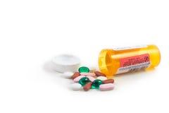 Mieszana pigułka z medycyny butelką z białym tłem Fotografia Stock