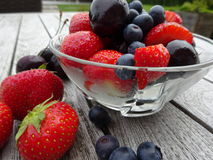 Mieszane jagody i wiśnie Zdjęcia Stock