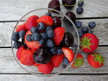 Mieszane jagody i wiśnie Fotografia Royalty Free