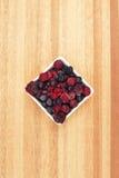 Mieszane jagody wliczając malinki, czarna jagoda, czernicy Fotografia Royalty Free