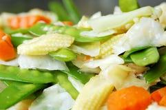 mieszanek smażący warzywa zdjęcie royalty free