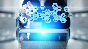 Mieszani środki, business intelligence ikony na wirtualnym ekranie, analiza i duzi dane, - przetwarzać deskę rozdzielczą zdjęcia stock