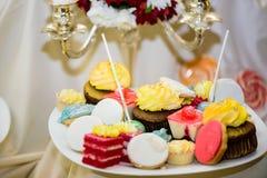Mieszani barwioni wyśmienicie cukierki obrazy stock