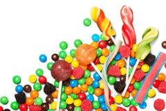 Mieszani kolorowi cukierki na biurku obrazy stock