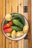 Mieszani organicznie warzywa w pucharze Fotografia Royalty Free