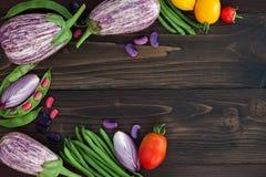 Mieszanka świeżych rolników targowy warzywo od above na starej drewnianej desce z kopii przestrzenią Zdrowy łasowania tło Odgórny Fotografia Stock