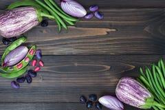 Mieszanka świeżych rolników targowy warzywo od above na starej drewnianej desce z kopii przestrzenią Zdrowy łasowania tło Odgórny Obraz Stock