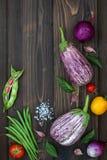 Mieszanka świeżych rolników targowy warzywo od above na starej drewnianej desce z kopii przestrzenią Zdrowy łasowania tło Odgórny Fotografia Royalty Free