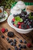 Mieszanka jagody w pucharze Zdjęcia Stock