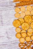 Mieszanka przekąski: precle, krakers, ciastka Fotografia Stock