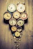 Mieszanka uszkadzający zegary w stosie Obraz Royalty Free