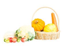 Mieszanka świezi dojrzali warzywa na koszu Obraz Stock