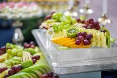 Mieszanka winogrona, jabłka, winogrona i cytrus, Pojęcie jest healt zdjęcie stock
