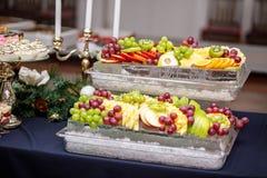 Mieszanka winogrona, jabłka, winogrona, pomarańcze i carom, Concep zdjęcia stock