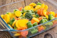 Mieszanka zamarznięci warzywa w szkle Fotografia Stock