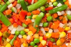 Mieszanka zawiera marchewki warzywo, grochy, kukurudza zamknięta w górę zdjęcia royalty free