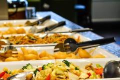 Mieszany Azjatycki jedzenie przy restauracyjnym buffé fotografia royalty free