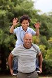 Mieszany biegowy ojciec i syn obrazy royalty free