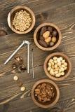 Mieszany dokrętki sosny migdałów Macadamia orzechów włoskich dziadek do orzechów Zdjęcie Stock