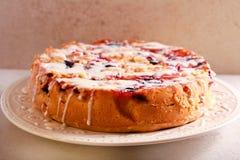 Mieszany owoc tort z lodowacenie dżdżą Fotografia Stock